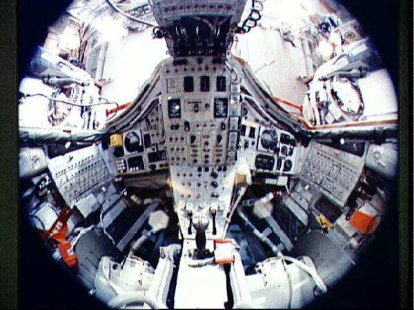 Netradiční pohled do interiéru lodi Gemini