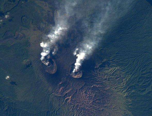 Ambrym - Dvojitý vulkán na stejnojmenném ostrově, který je součástí souostroví Vanuatu.