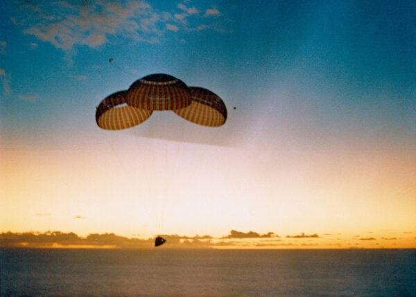Apollo 10 přistává