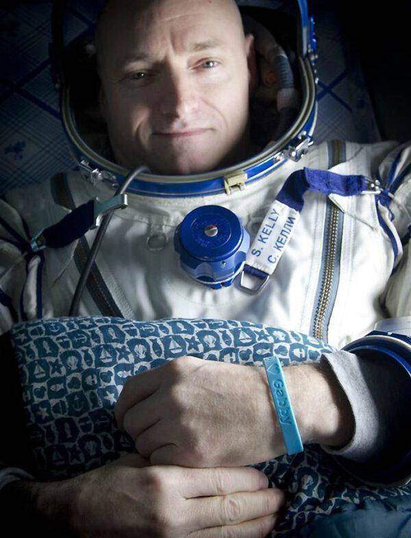 Mnozí astronauti si před spaním oblékají skafandr s nadějí, že se jim budou zdát sny o letu do vesmíru.