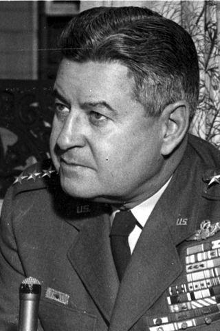 Legendární Curtis LeMay- Dekův nadřízený v USAF