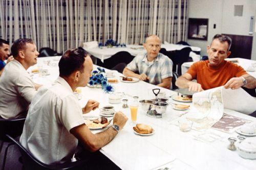 Snídaně v den startu Apolla-11
