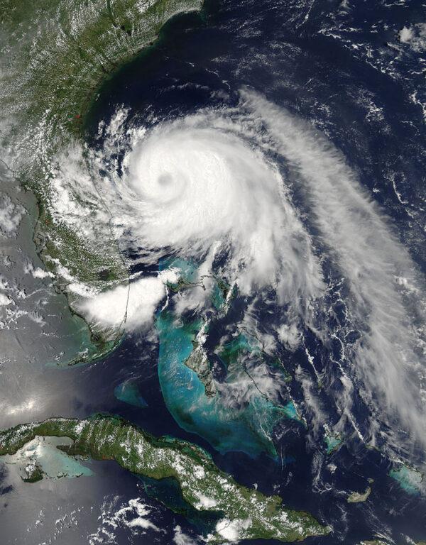 Děsivá krása bouře Arthur, jak ji 2. července zachytila družice Aqua
