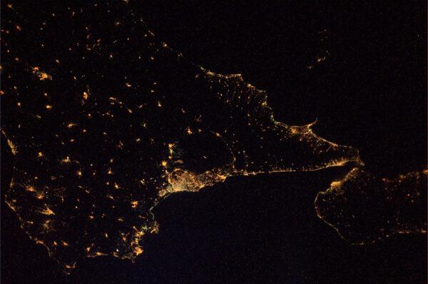 Ještě jednou noční Sicílie a bouřící Etna