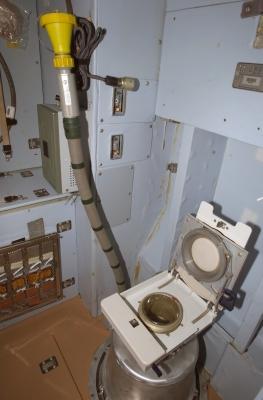 Toaleta v modulu Zvezda