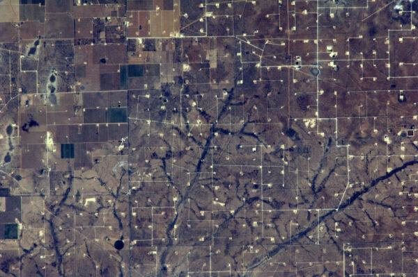 Další snímek texaských ropných polí