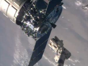 Kosmická loď Cygnus se uvolnila od robotické paže.
