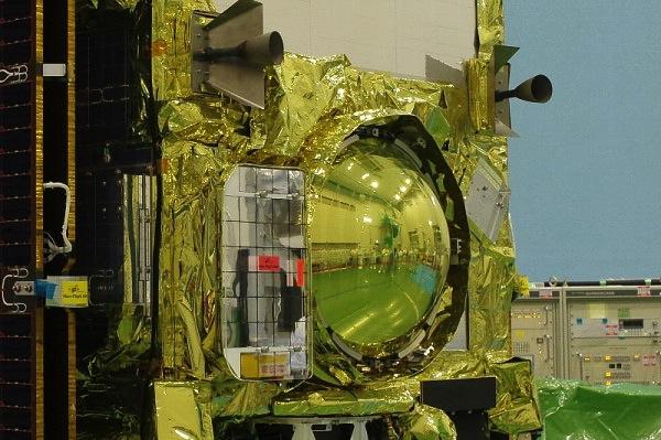 Detailní pohled na návratové pouzdro zasazené do sondy Hayabusa 2.