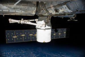 Dragon konečně připojen k ISS.