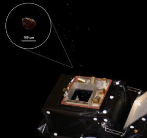 Animace senzoru GIADA a mikroskopických částeček komety Kredit: ESA/Rosetta/GIADA/Univ Parthenope NA/INAF-OAC/IAA/INAF-IAPS