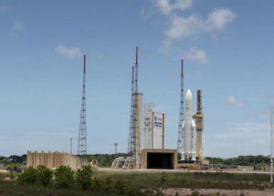 Ariane 5 během převozu na rampu
