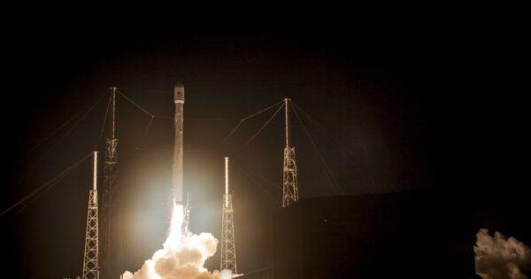 Noční start Falconu 9 s AsiaSatem 6