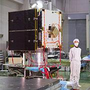 Hlavní tělo sondy a panel slunečních baterií na konci roku 2012