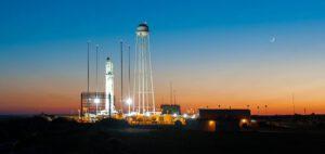 Raketa Antares je připravena na startovní rampě 0A.