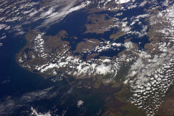 Dánsko. Tuto fotografii věnoval Alexander Gerst svému kolegovi Andreasu Mogensenovi, který se poprvé do vesmíru vydá v září příštího roku.