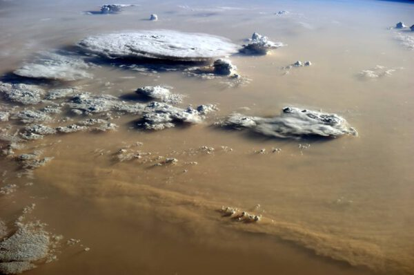 Písečná bouře nad Saharou.