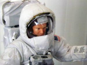 Model astronauta z programu Apollo ve skafandru