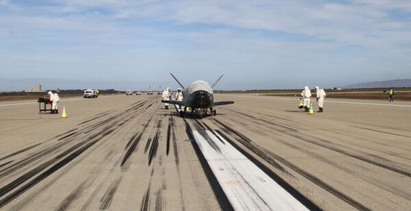 Přistání miniraketoplánu X-37