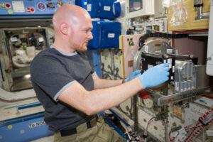 Alexander Gerst pracuje na ISS