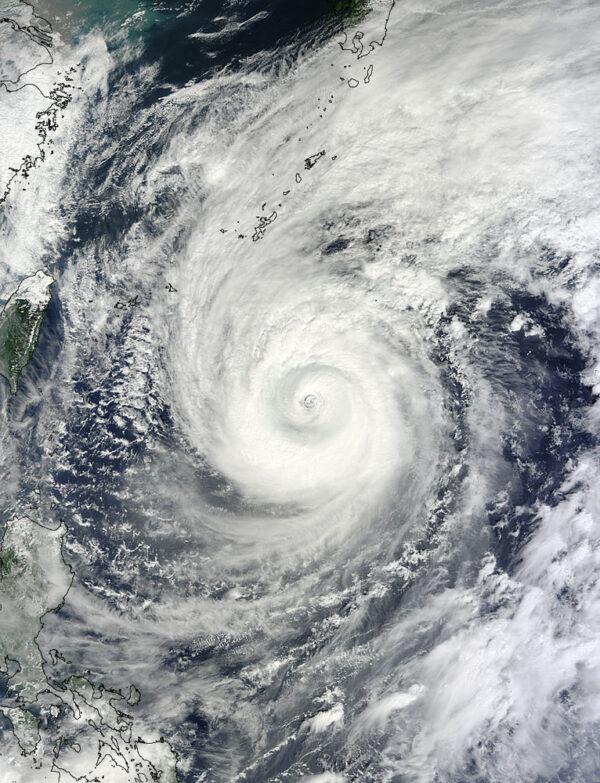 Tajfun Vogfong, jak jej 10. října zachytila americká družice Terra