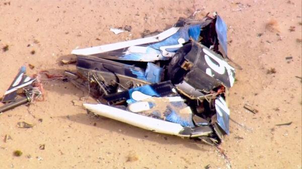 Trosky SpaceShipTwo v Mojavské poušti: v tomto případě jde o nádrž okysličovadla a motorovou sekci stroje.
