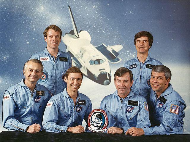 Posádka letu STS-9: (zleva) Garriott, Lichtenberg, Shaw, Young, Merbold, Parker