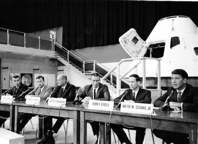 Záložní a hlavní posádka Apolla 7