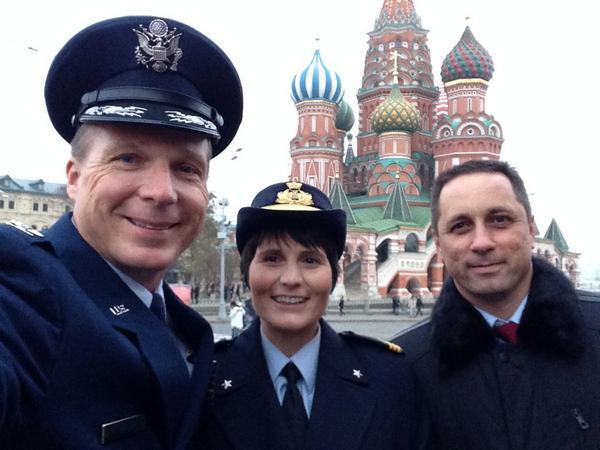 Dnešní tradiční návštěva Gagarinova hrobu na Rudém náměstí s kolegy Terrym a Antonem.