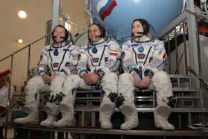 Terry, Anton a já před zahájením celodenní zkoušky v simulátoru Sojuzu.