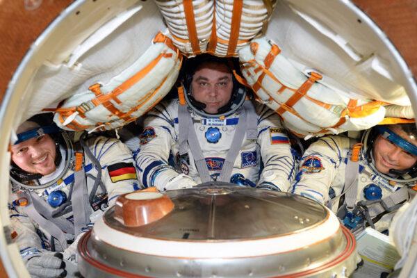 Zkouška odletu od stanice a hermetické těsnosti všech systémů - za pár dní nasednou Gerst, Surajev a Wiseman do lodi už naostro.