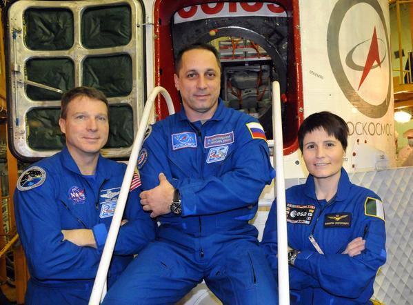 Posádka Sojuzu TMA-15M - Zleva: Terry Virts - Anton Škaplerov - Samantha Cristoforetti
