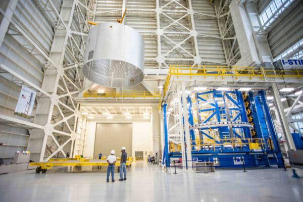 Válcová sekce pro první let rakety SLS