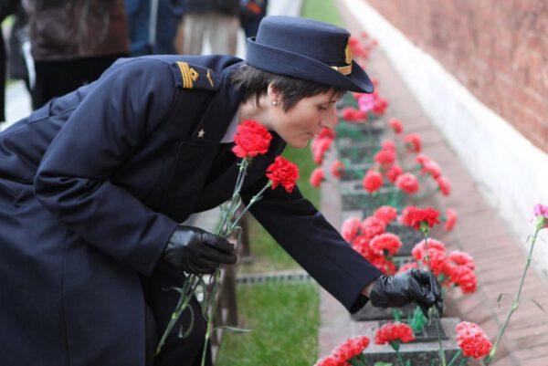 Položila jsem květiny na hrobech Jurije Gagarina, prvního člověka ve vesmíru, a Sergeje Koroljova, vedoucího inženýra, který stál za tímto úspěchem.