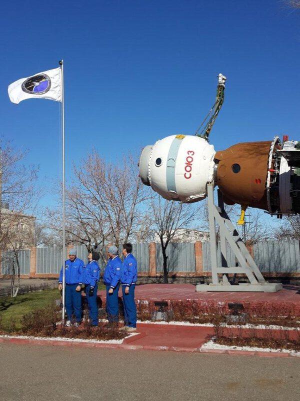 Dnes jsme vztyčili vlajku našeho Sojuzu TMA-15M ve vesmírném muzeu v Bajkonuru.