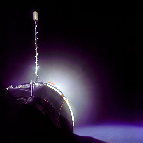 Kosmický tahač Agena ATV 5005 při práci