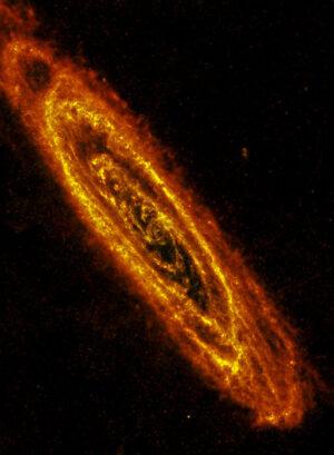 Galaxie M31 v infračerveném oboru spektra.