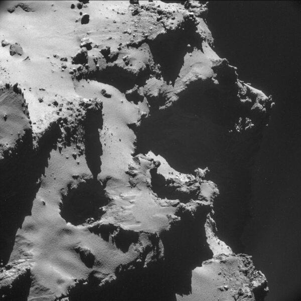 Jádro komety 67P-Čurjumov/gerasimenko pohledem palubní kamery NAVCAM