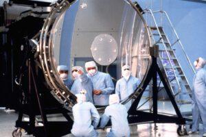 Hubbleovo primární zrcadlo.