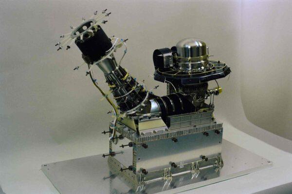 První z komponentů přístroje ROSINA – Double focusing mass spectrometer (DFMS).