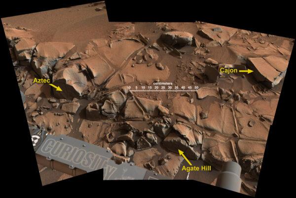Detail oblasti pojmenované podle drobného útvaru vlevo - Aztec. Jde o složený šestinásobný snímek zařízení Mastcam zabírající oblast +/- 2 metry. Fotky byly pořízeny 23. 11. 2014 v průběhu Solu 817.