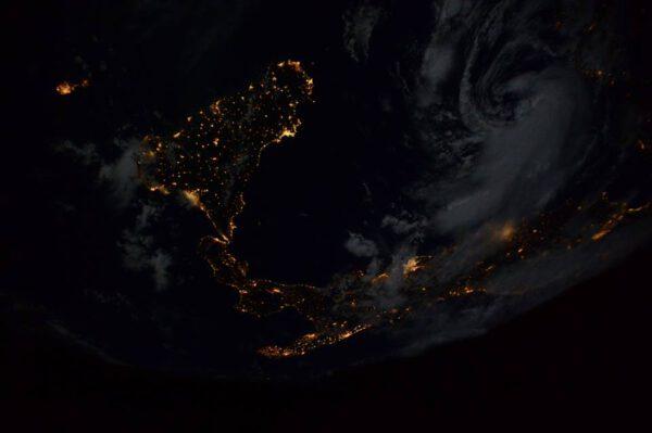 """""""Konečně! Letmý noční pohled na mou milovanou zemi."""""""