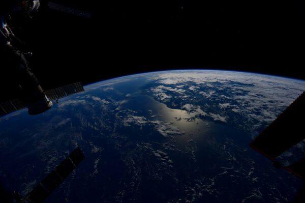 """""""Pojďte se mnou následovat sluneční svit. Tuto deltu na pobřeží Atlantského oceánu u Jižní Ameriky přivádí z temnoty."""""""
