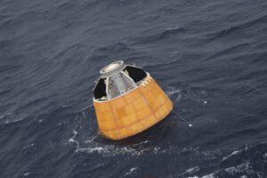Kabina CARE po přistání v Indickém oceánu