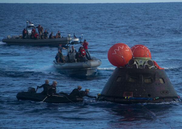 Orion přípravný k vyzvednutí po úspěšné misi