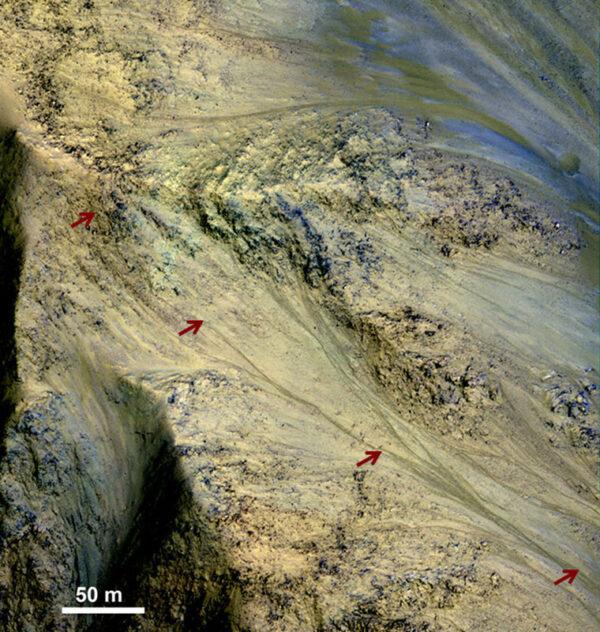 1,2 km dlouhý tok slané vody, která se na povrchu objevuje sezónně.