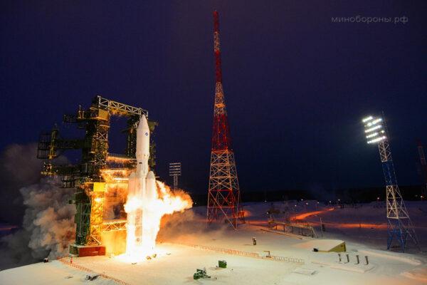 Na vývoji rakety Angara se silně podílela ruská armáda. Také z toho důvodu proběhl první start právě na vojenské základně Pleseck.