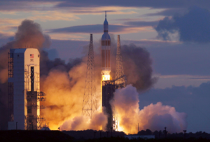 Start rakety Delta IV Heavy s lodí Orion