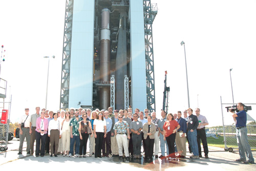 Vědecký tým mise New Horizons v Kennedyho kosmickém centru v listopadu 2005, pouhé dva měsíce před startem.