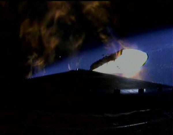 Delta IV Heavy odhazuje vyhořelé postranní bloky.
