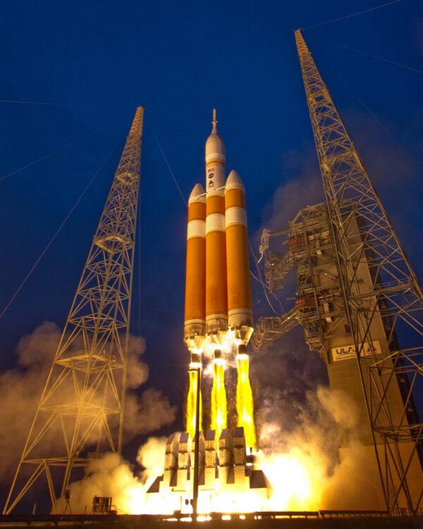 Delta Iv Heavy startuje na misi EFT-1